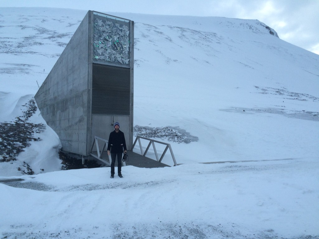 Svalbard Globale Frøhvelv / Svalbard Global Seed Vault (Why do I stand that way?)